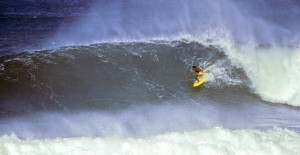 Photo 2 small Eddie Aikau Duke Final 1977 (Jeff Divine)