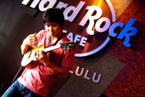 Jake Shimabukuro at a Hard Rock fundraiser AccesSurf