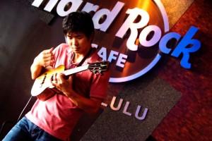 Jake Shimabukuro at a Hard Rock fundraiser AccesSurf